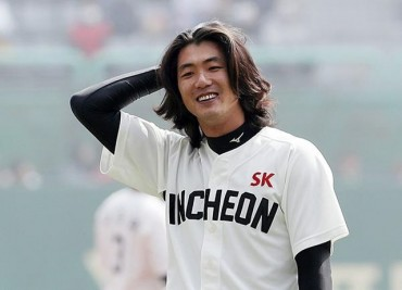 Star Left-hander to Donate Hair for Cancer-stricken Children
