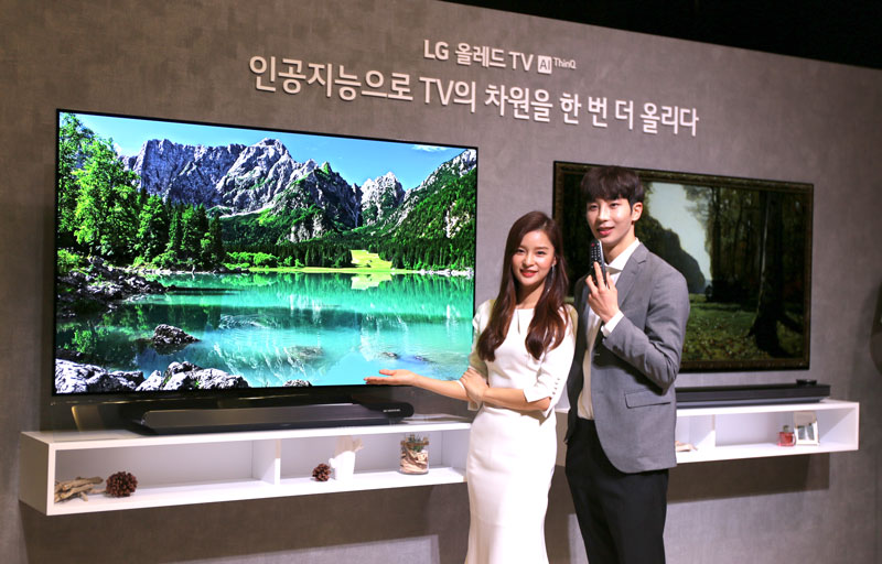 Models pose for a photo with LG Electronics Inc.'s OLED TV in this photo taken in Seoul on March 5, 2018. image: LG Electronics)