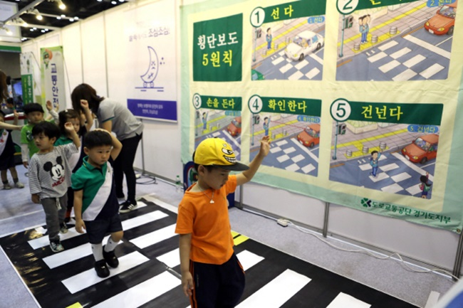 Children across the country are likely to face a higher risk of traffic accidents this month, according to new data from the Road Traffic Authority. (Image: Yonhap)