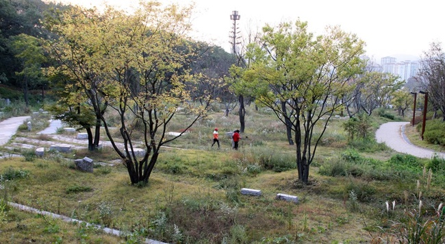 The new plan will see a total of 52 new crematoriums built across South Korea over the next five years, with 23 scheduled in Gyeonggi Province alone, to help shrink regional gaps when it comes to access to funeral facilities. (Image: Yonhap)