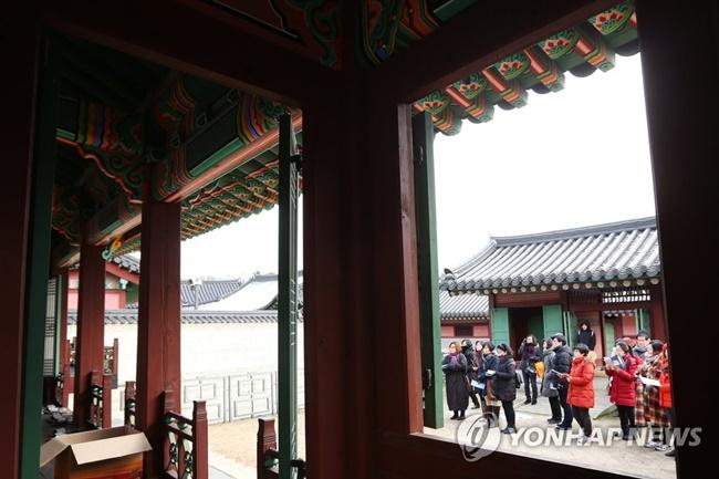 A secret garden hidden inside Changdeokgung Palace will open to the public until April. (Image: Yonhap)