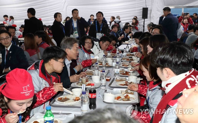 Up to 500,000 meals worth 3.5 billion won were purchased via the digital meal vouchers during the 60 days around the Winter Games, Vendys, the startup company behind the money-saving idea, said on Monday. (Image: Yonhap)