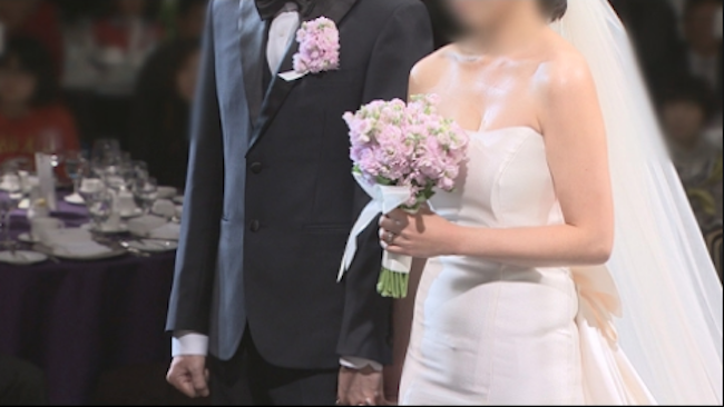 After years of steady decline, the number of marriages between a South Korean national and a foreign citizen increased in 2017 thanks to a surge in men wedded to Thai women last year. (Image: Yonhap)