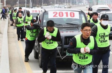 "Former Ssangyong Motor Employees Hold ""Cowbell"" Rally for Reinstatement"