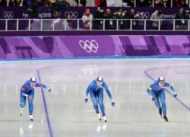 """I apologize to the public as a person in authority for the disappointing incident at the Winter Olympics, which are enjoyed by people all around the world. The disappointment was even bigger as it happened in team pursuit competition where teamwork is most crucial,"" Kim said. (Image: Yonhap)"