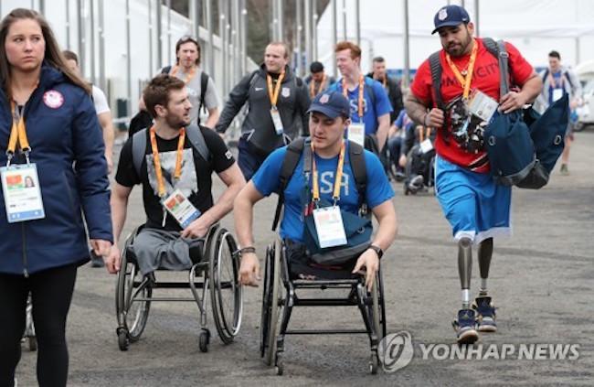 U.S. athletes entering the athletes village (Image: Yonhap)