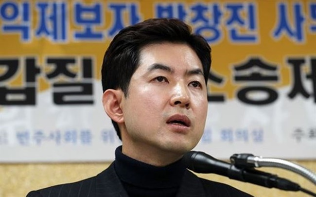 Park returned to his post as a senior flight attendant in April 2016 after spending over a year treating posttraumatic stress disorder and panic disorder. (Image: Yonhap)