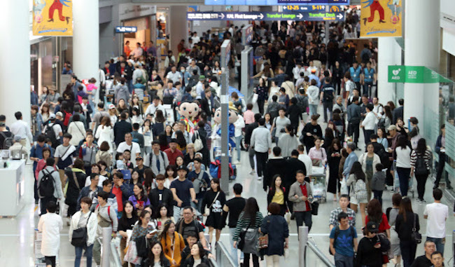 S. Koreans Overtake Chinese to Rank First Among Visitors to Japan