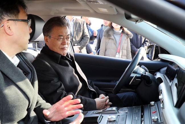 President Moon Jae-in testing out the Nexo (Image: Yonhap)