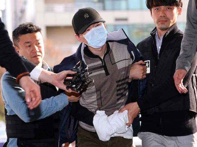 School security, or the lack thereof, is the lingering topic of discussion in the aftermath of a hostage incident that took place yesterday at an elementary school located in the Seocho District of Seoul. (Image: Yonhap)