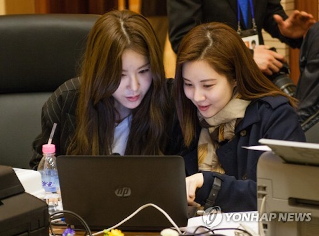 While a South Korean art troupe composed of K-pop acts including Red Velvet and Seohyun was staying in North Korea for three days, South Korean journalists were granted internet access by their hosts. (Image: Yonhap)