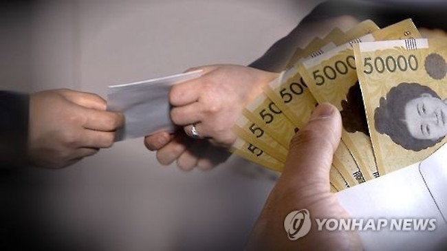 """Though Seo puts on a brave face at the prospect of doling out almost a quarter of his monthly 2 million won salary, he acknowledges that the congratulatory gifts are """"burdensome"""". (Image: Yonhap)"""