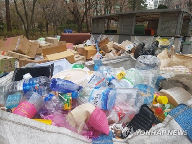 South Korea recently joined forces with the United States, the European Union and several other countries in expressing concerns over China's ban on the import of plastic waste, the government said Thursday. (Image: Yonhap)