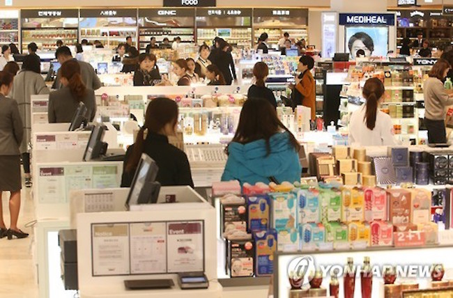 South Korea's cosmetics makers expect a rise in sales this year as China moves to lift economic measures implemented in retaliation over the deployment of a U.S. anti-missile defense system here, industry sources said Thursday. (Image: Yonhap)