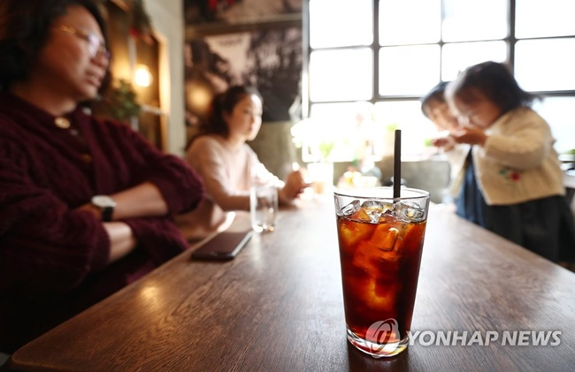 café in Busan is embroiled in controversy after banning teenage students from entering the establishment. (Image: Yonhap)