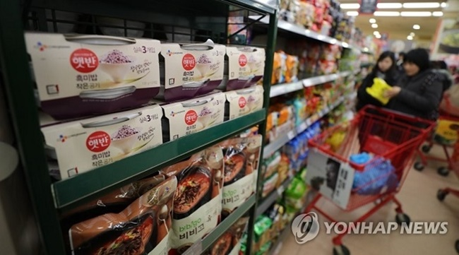 Lotte's membership brand L.POINT said on Monday that consumer spending in March rose by 3 percent compared to the previous month. (Image: Yonhap)