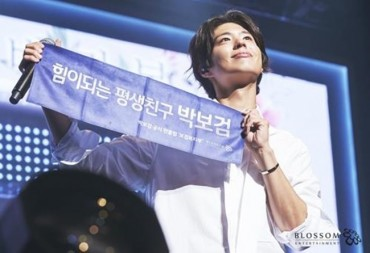 Actor Park Bo-gum Meets Thousands of Fans in Seoul