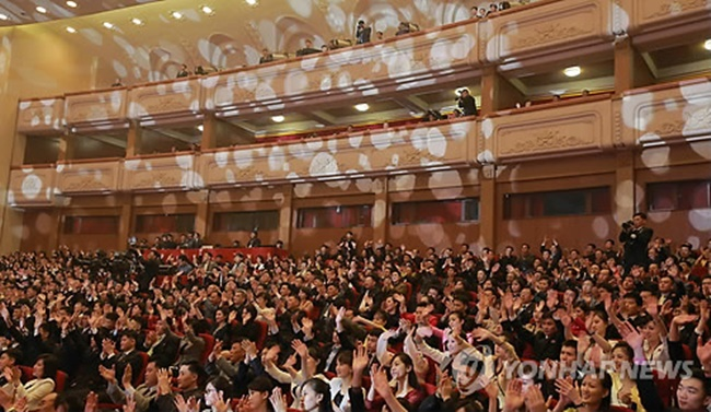 A 160-member South Korean art troupe, including 11 celebrated Korean pop musicians, plans to perform jointly with North Korean artists on Tuesday afternoon following a successful concert on Sunday. (Image: Yonhap)