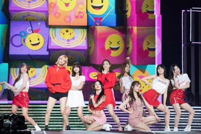 This photo provided by CJ E&M shows K-pop act TWICE performing at KCON 2018 Japan at Makuhari Messe convention center in Chiba, east of Tokyo, on April 15, 2018. (Image: Yonhap)