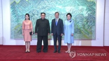 N. Korean Leader's Wife Crosses into South for Summit Dinner