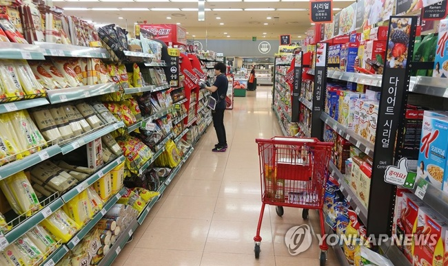 Consumer spending has risen in South Korea amid fears over fine dust, a new big data study has revealed. (Image: Yonhap)
