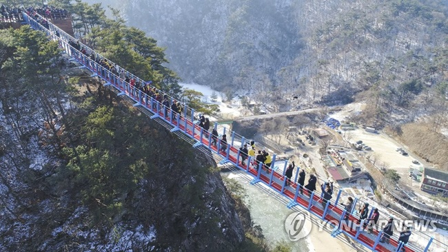 Municipal governments across South Korea are rushing to build suspension bridges, as the latest tourism trend has proven a hit among tourists. (Image: Yonhap)