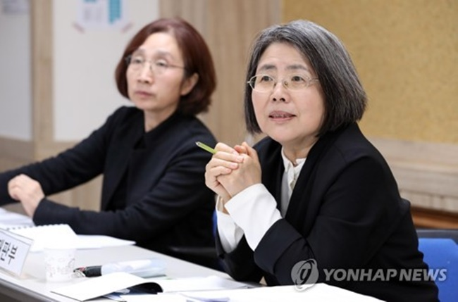 "Kim Young-ran, who proposed the Kim Young-ran Act, a self-titled anti-graft bill, said, ""I want to prove that our country can acknowledge its own wrongdoings and is more than capable of learning from its own mistakes,"" during a press conference held on Wednesday. (Image: Yonhap)"