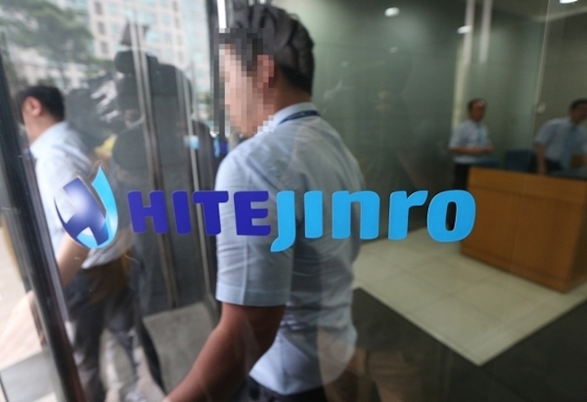 Hite Jinro Co., a major South Korean liquor maker, on Friday said that one of its soju products will hit store shelves in the Philippines in the coming days as it strives to expand into the vast Southeast Asian market. (Image: Yonhap)