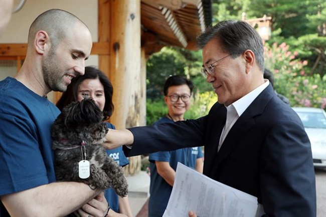 An animal rights group has launched a campaign to combat prejudice against dark dogs in South Korea. (Image: Cheong Wa Dae)