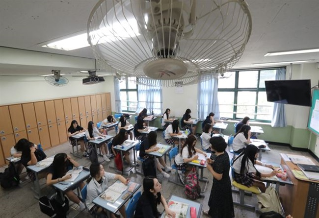 According to the action plans revealed on Monday, the Seoul Metropolitan Government will help establish a creative environment in classes to nurture problem solving capabilities and prepare students for the rapidly changing job market. (Image: Yonhap)