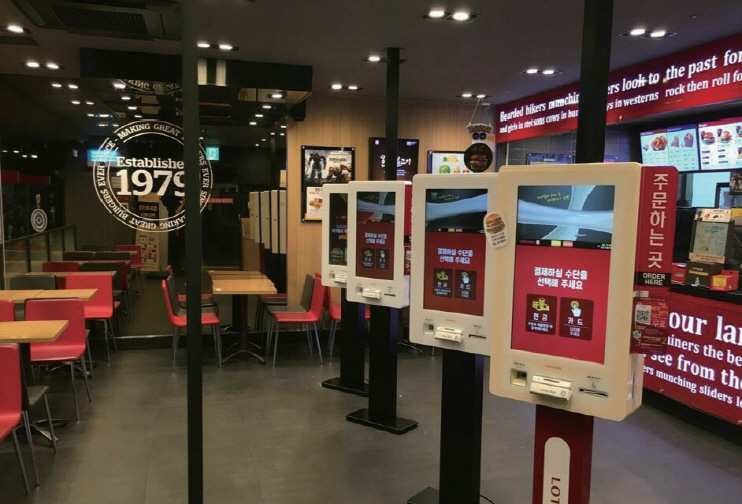 Digital kiosks for ordering food in a Lotteria branch in Seoul. (image: Yonhap)