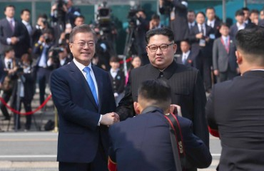 Leaders of Two Koreas Vow Efforts to Make 'Good Progress' at Summit