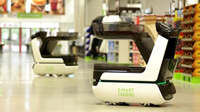 E-Mart Inc., a major discount chain operator under South Korean retail giant Shinsegae, revealed an autonomous shopping cart for a test run on Tuesday, as the company moves to secure the competitiveness of its offline distribution channels. (Image: E-Mart)