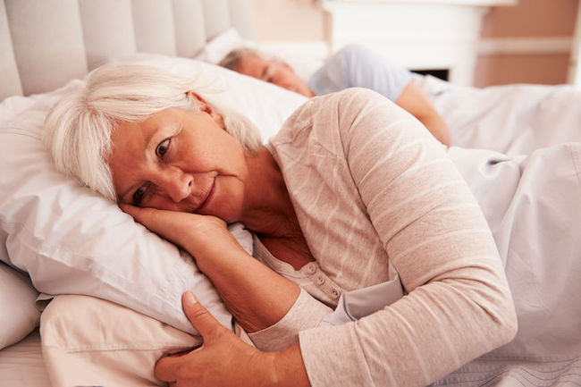Seniors who either have trouble falling asleep for more than thirty minutes or who sleep more than eight hours a day are at greater risk of having their cognitive abilities deteriorate. (Image: Korea Bizwire)