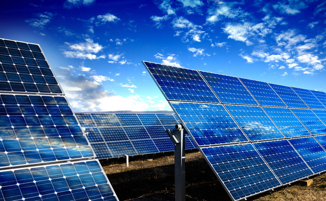 The ministry is planning to give more REC (renewable energy certificate) weight to solar panels and wind turbines that emit less greenhouse gas during the production cycle. (Image: Korea Bizwire)