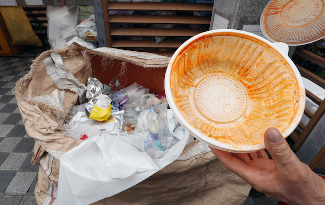 Some South Koreans are averse to the idea of washing out styrofoam holders for cup noodles before throwing them out. (Image: Yonhap)