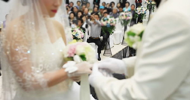 """""""We decided that we have no choice but to keep saving to be able to account for the tens of millions of won a wedding ceremony is going to cost,"""" Park said. (Image: Yonhap)"""