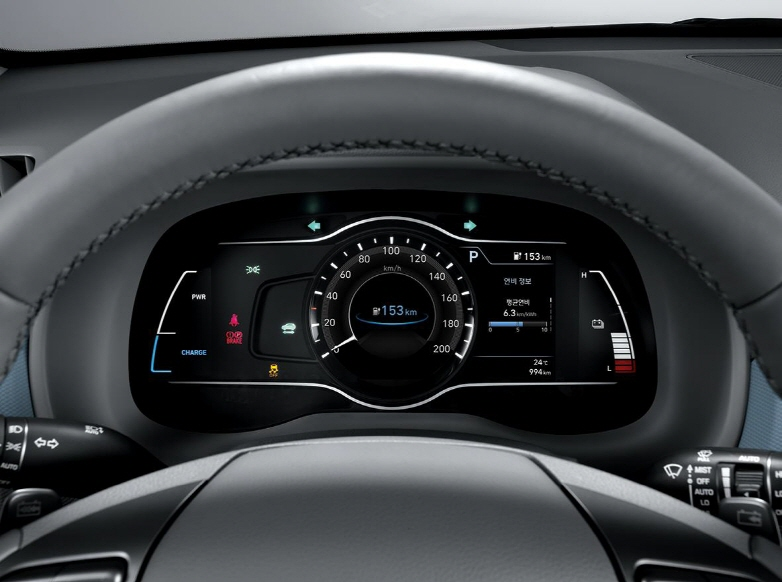 Hyundai Mobis' 7-inch digital instrument cluster installed in the electric version of the Kona subcompact SUV. (image: Hyundai Mobis)