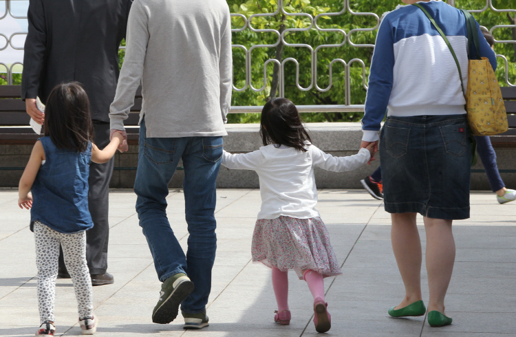 Some experts say that the preference for girls by adoptive parents signals a change of times. (image: Yonhap)