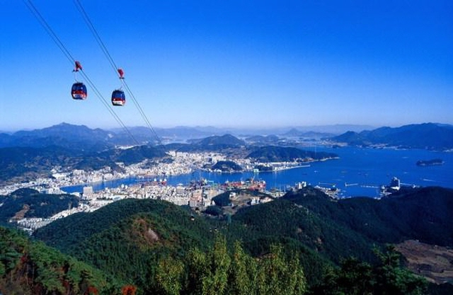 Cable cars in Tongyeong. (image: Tongyeong City Government)