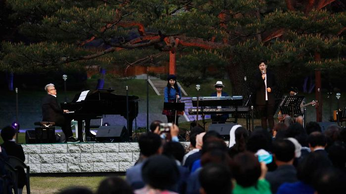 Concert Commemorates President Moon's First Year in Office