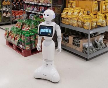 E-Mart Unveils 'Robot Concierge'
