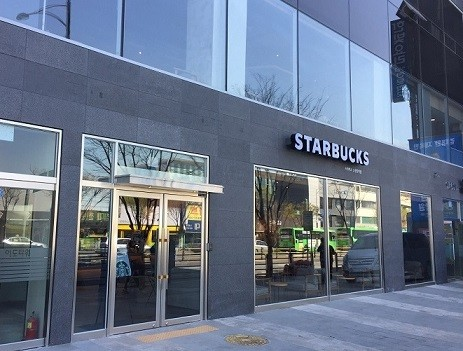 Starbucks Gives in to Uniquely Korean Coffeehouse Culture