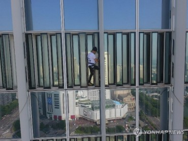 'French Spider-Man' Arrested for Illegally Climbing Seoul Skyscraper