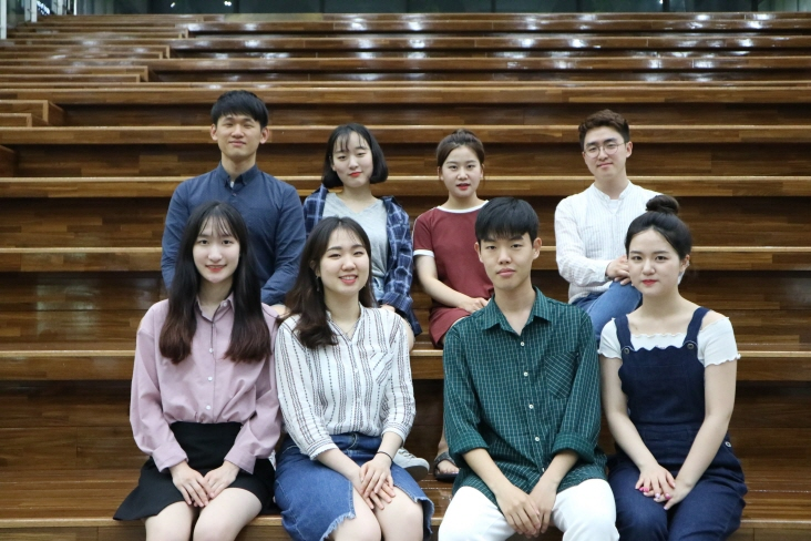 "Kwon So-yoon (2nd from left, front row) and other members of the ""Re:Light"" team from Yonsei University pose for a photo in this undated picture provided by the team. (image: Yonhap)"