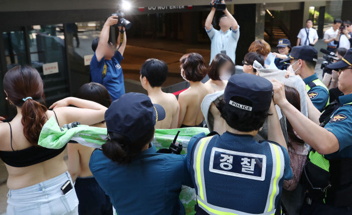 "The members of ""Fire Femi Action"" carrying out a shirtless protest at Facebook Korea's headquarters in Seoul on June 2, 2018. (image: Yonhap)"