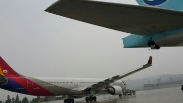 Two Airplanes Collide at Gimpo Airport amid Heavy Rain