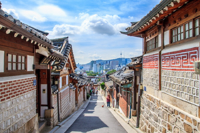 "Bukchon Hanok Village to Implement ""Visitation Hours"""