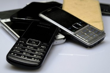Sales of Feature Phones Rising amid Smartphone Slump: Data