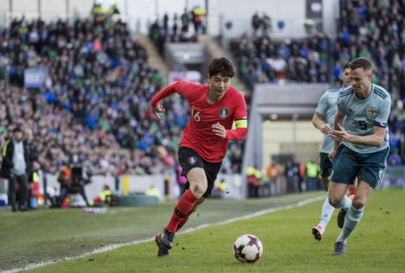 Ki began his professional career with FC Seoul in the K League and moved to Celtic in the Scottish Premier League during the winter of the 2009-2010 season. He spent two and a half seasons there and signed with Swansea City in August 2012. (Image courtesy of Yonhap)